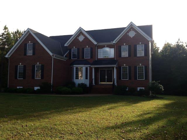 Beautiful home w/ 2 rooms to spare - Glen Allen - Huis