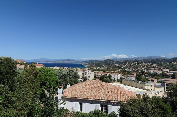 Grand studio vue mer à L'île Rousse - L'Île-Rousse