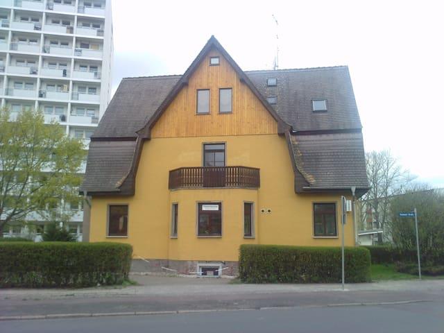Souterrain-Wohnung in Halle Trotha - Halle (Saale) - Leilighet