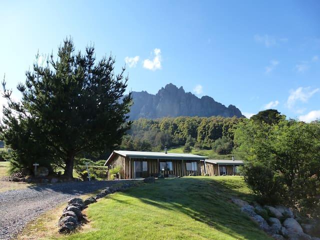 Silver Ridge Retreat - Spa Cabin - Claude Road - Cabaña