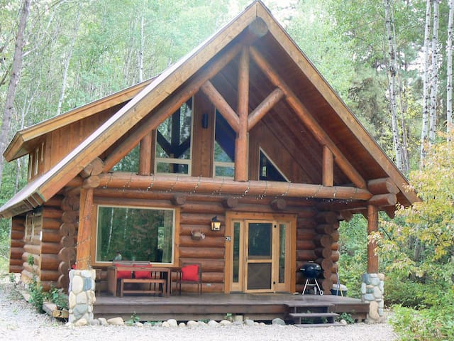 Log Cabin with River, Trail, Pool, Sauna & Hot Tub - Winthrop - Stuga