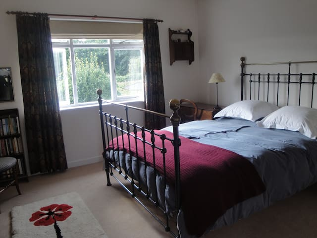 Relaxing, spacious home, with delicious breakfasts - Haslemere - Huis