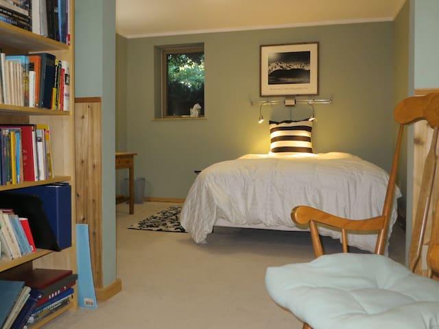 Quiet, private bedroom for 1 or 2 - Saint Joseph - Ev