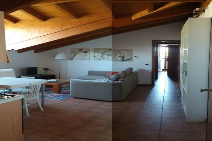 DV1 Hospitable mansard near Milan - Caselle Lurani - Lägenhet