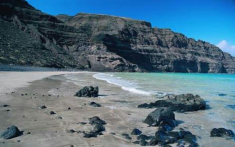Apto con vistas al risco e islotes - Orzola