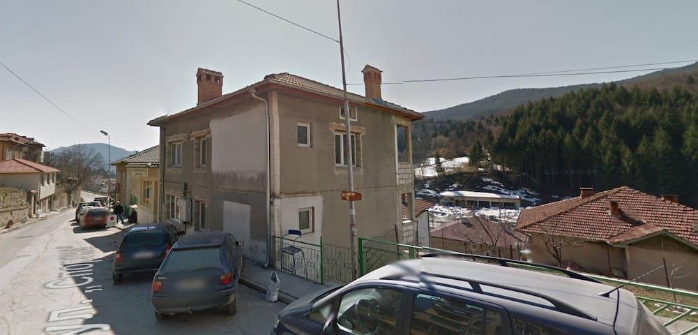 Renovated house in Smoyan city - Smolyan - Hus