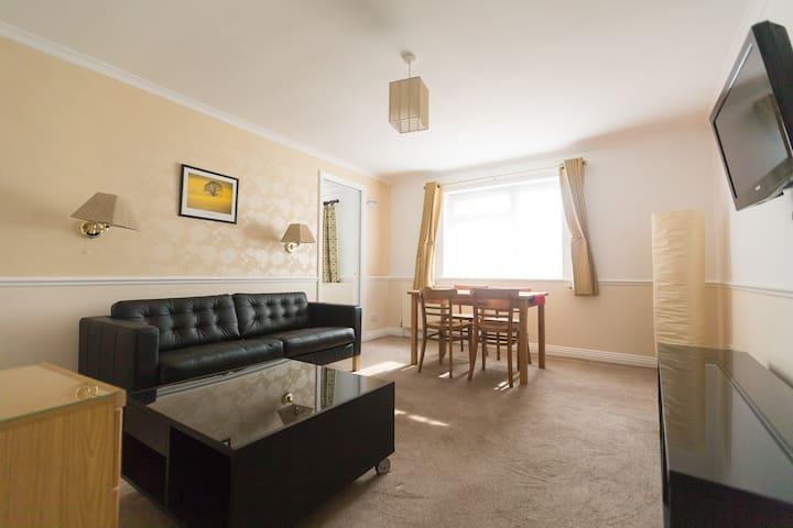 Quiet, Comfy & Spacious 1 bed flat - Salisbury - Departamento