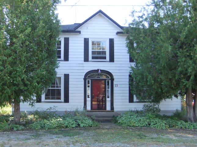 NE en-suite, Dominion House Newboro - Newboro - Bed & Breakfast