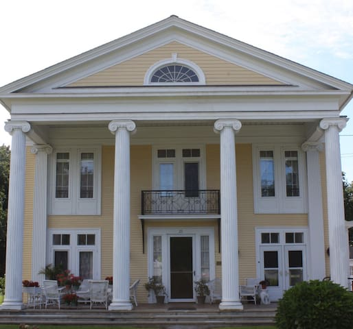 Historic Greek Revival on Main St. - Port Jervis - Casa