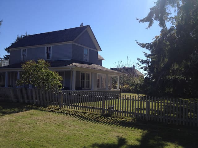 Historic Oysterville BayView home - Oysterville - Huis
