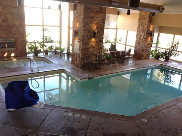 Cedar Breaks Lodge studio main bldg - Brian Head - Villa