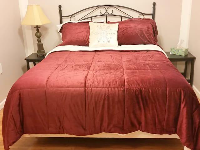 Homey Bed & Breakfast - Cozy & Friendly stay - Utica