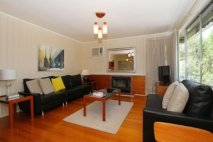 Charming Mid 20th Century Home - Bundoora - Casa