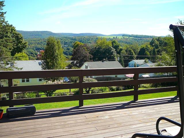 1st fl bedrm-Great mtn view at deck - Adams - Hus