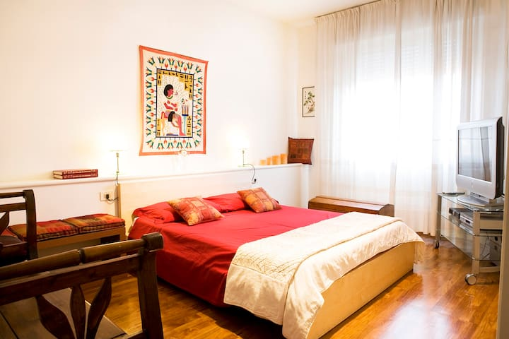 LIVE LOVE IN FIRENZE ROOM B&B WiFi - Florence - Appartement