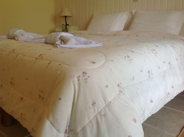 Pousada em Joanopólis (Romantica) - Joanópolis - Bed & Breakfast
