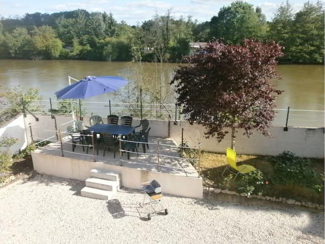 L'Etonnante Bourgogne - Laroche-Saint-Cydroine