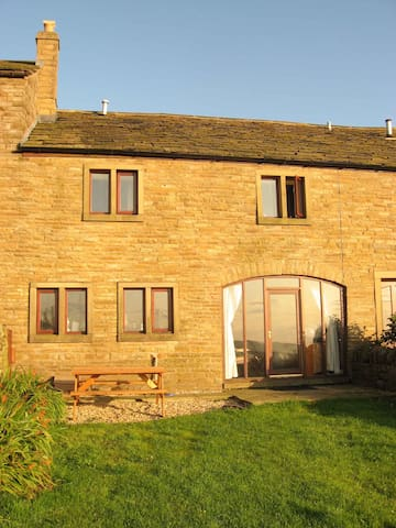 Midsummer Barn Holiday Cottage - Darwen - Huis