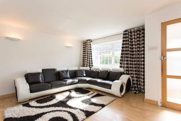 Private room Close to tube station - London - Rumah