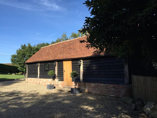 5* contemporary barn, idyllic spot - Chiddingstone Hoath - Bed & Breakfast