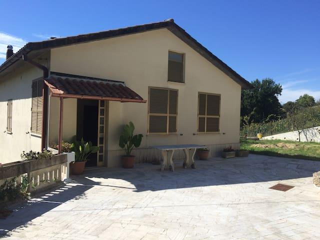 casa confortevole a 40 km da Roma - Montopoli di Sabina - Huis