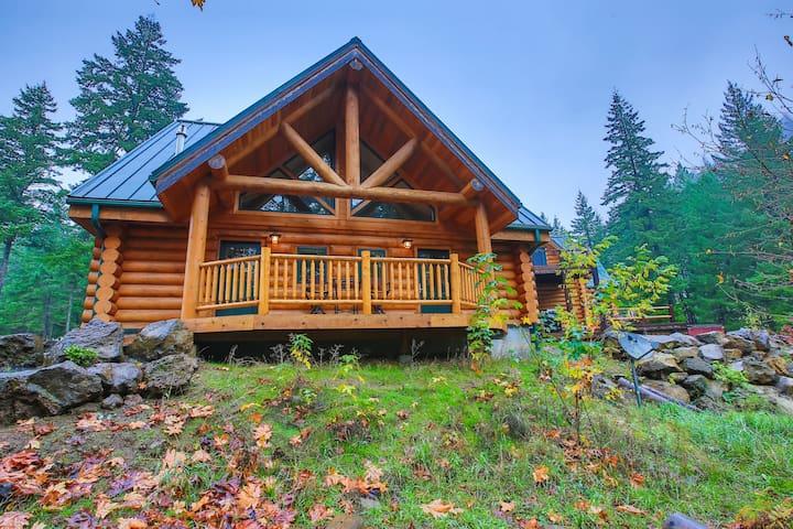 King Bed - Riverside Log Cabin Unit - White Salmon - Houten huisje