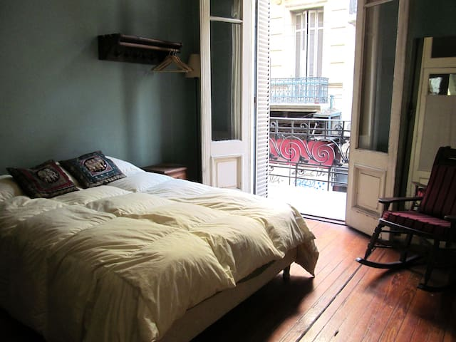 Queen size bed in large patio flat - Buenos Aires