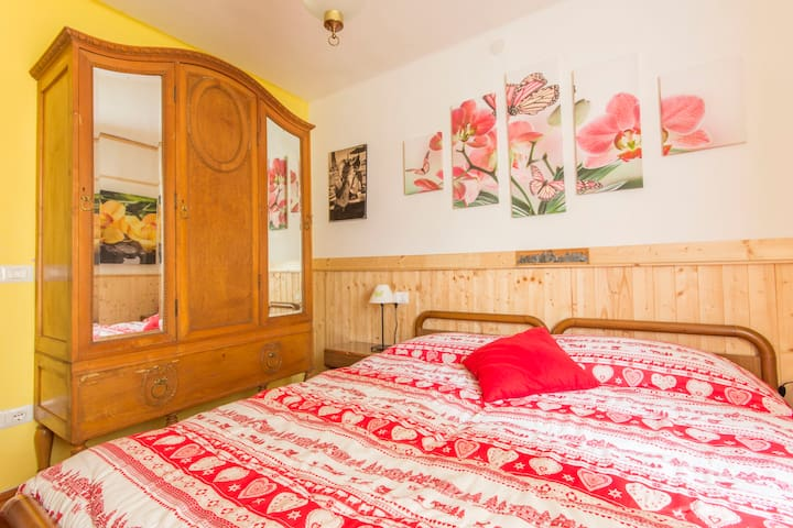 """Room Flower"" in val rendena - Iavré"