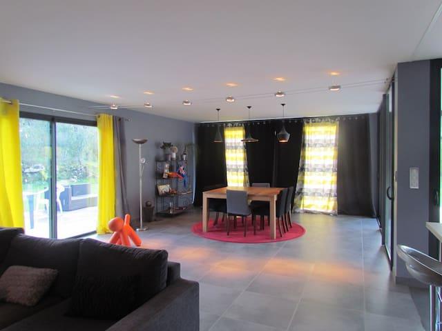 Maison contemporaine de plain-pied - LIVERNON - Haus