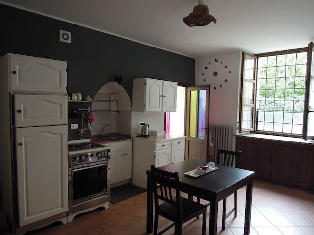 Cosy apartment - XVII century house - San Damiano d'Asti - Lägenhet