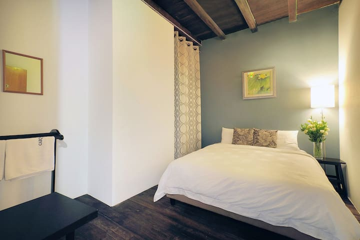 Campbell Room @ Carnarvon House - George Town - Bed & Breakfast
