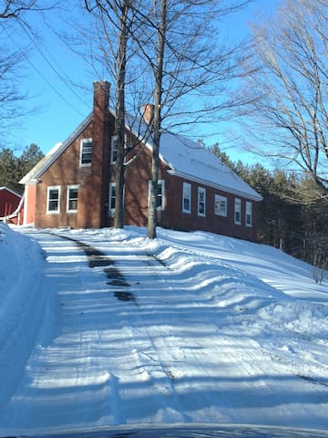 Beautiful Apple Orchard Farm House - Hartland - Talo