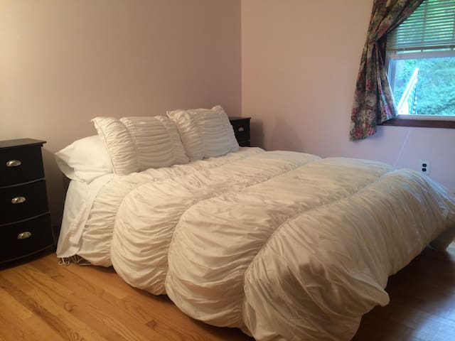 Cozy Country Luxurious Linens Room - Peapack and Gladstone - Rumah