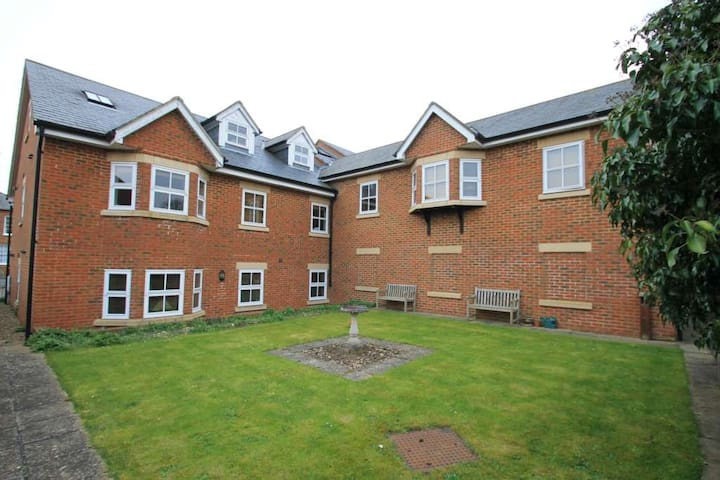 Modern Double bed in a lovely town - Tring - Huoneisto