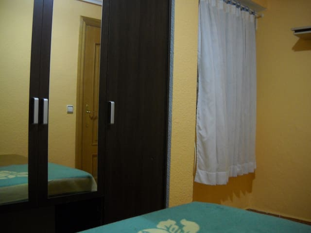 ROOM TO RENT FOR 1 PERSON - Manises - Apartamento