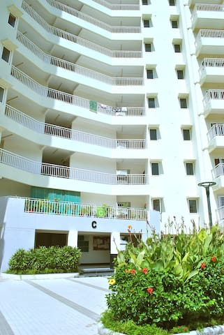 A Garden view luxury apartment, - Ahmedabad - Daire
