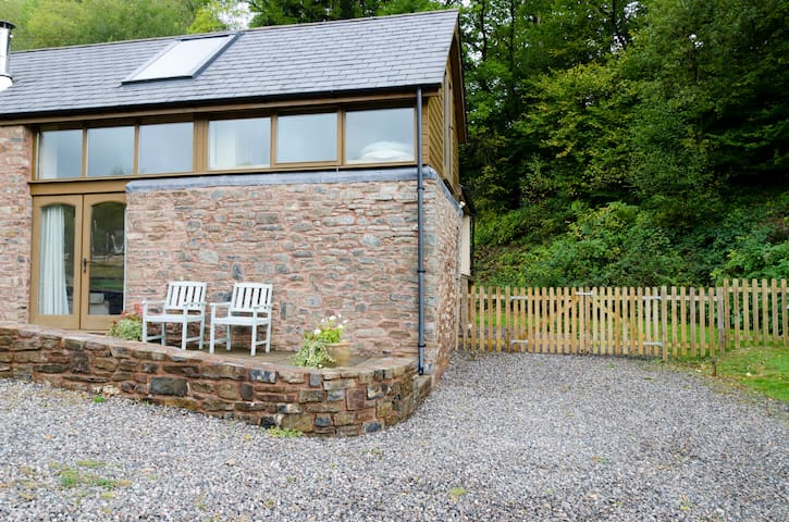 Eco Cottage in tranquil setting - Tiverton