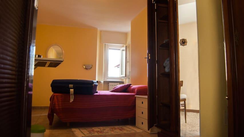 """camera 2 """"la Piazza B&B"""" - Monasterolo del Castello"""