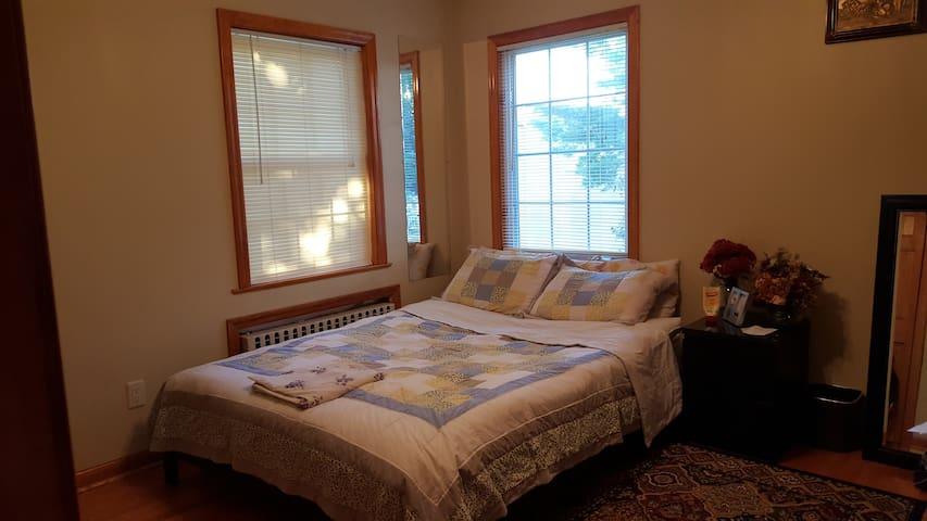 Convenient to NYC, 1st Floor Bed Room - Elmwood Park