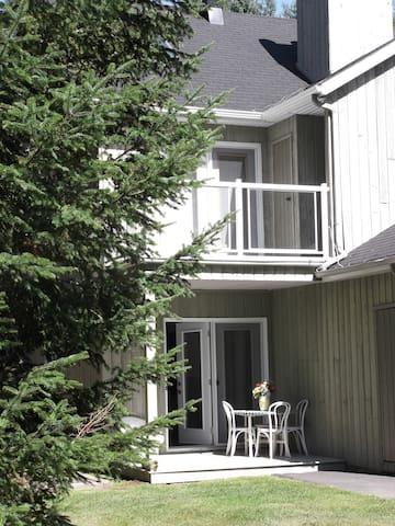 Coquet appartement avec terrasse - Sainte-Adèle - Apartamento