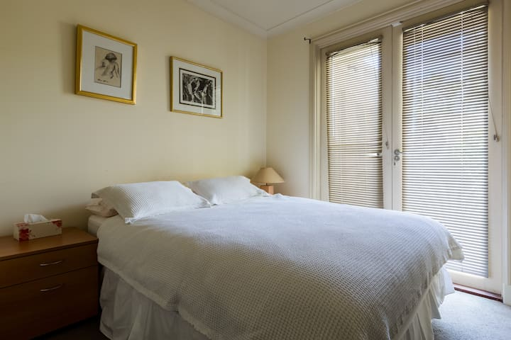 Hotel Style Room: Sep. garden entry - Glen Huntly