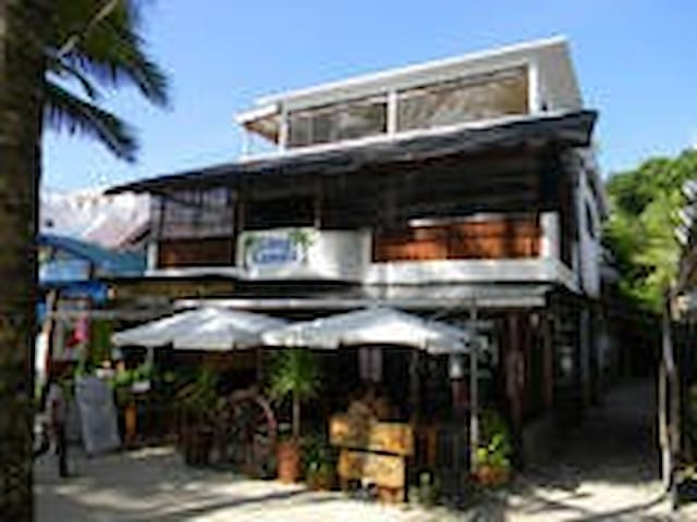 Boracay Big 3rd Floor Studio Apt 1 Minute to Beach - Malay