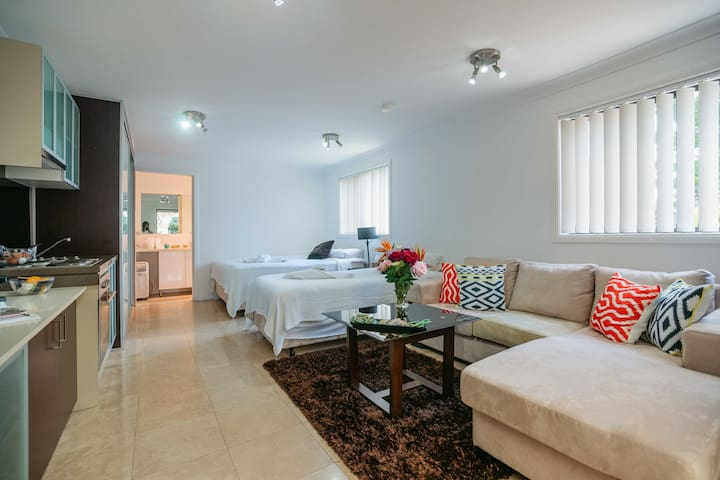 fully furnished granny flat - Guildford West - Hus