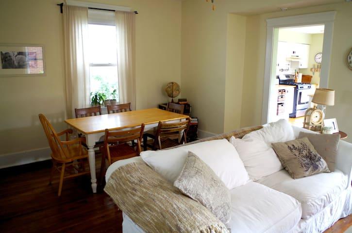 Fully Furnished Beautiful Home - Ambridge - Casa