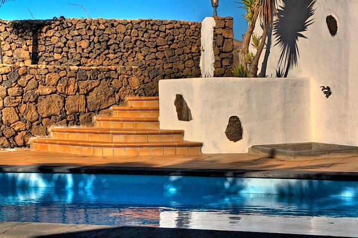 Villa  TIMANFAYA piscina climatizada. - Tinajo - Villa