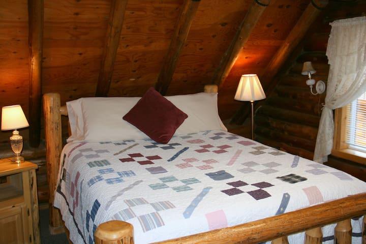 Stay in a real log house on a family farm! - Athol - Oda + Kahvaltı