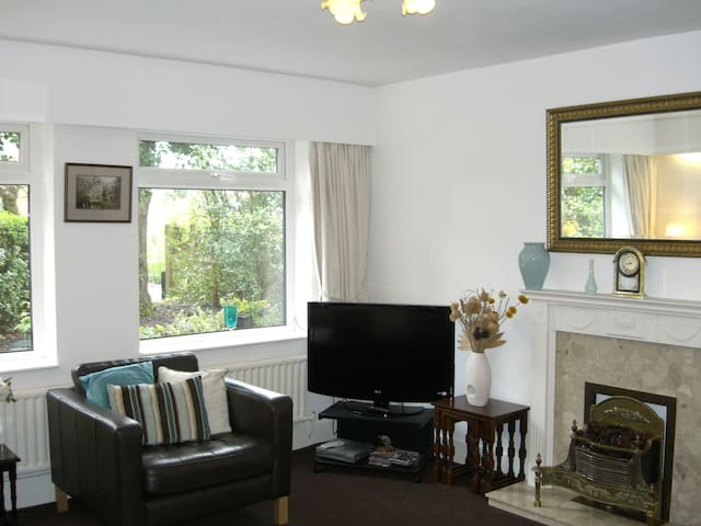 Lovely cottage 7km from Manchester - Worsley - Bungalow