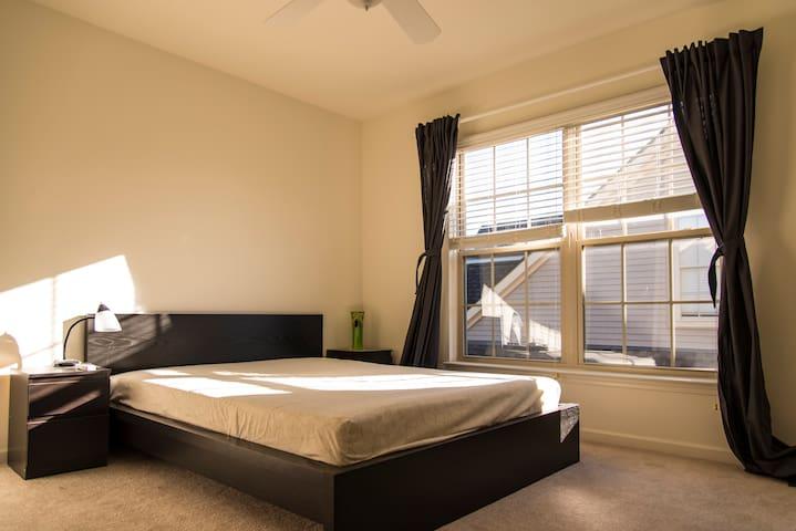 Cozy Private Room w/ Full Bath - Livonia
