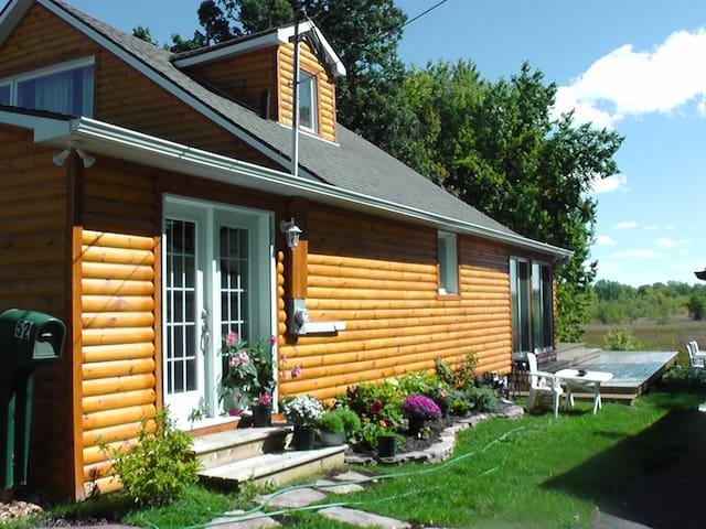 The marsh house (le refuge du marais), by Montreal - Léry - Casa