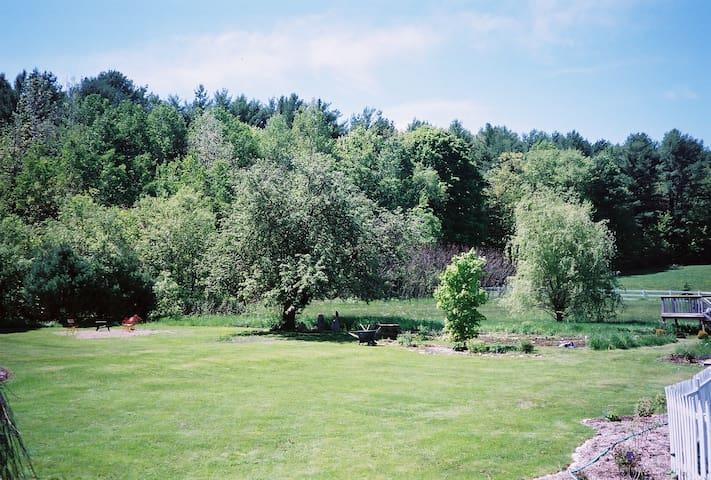 Beautiful Amherst area Farmhouse - Belchertown - Huis